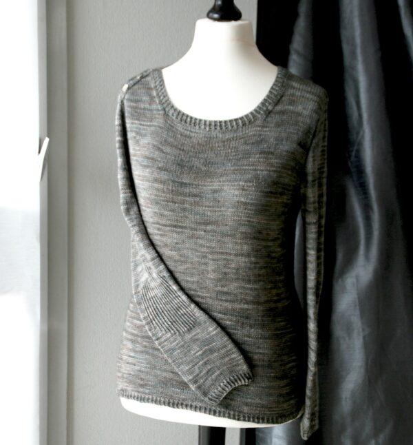 Présentation du pull Grand Large, patron de tricot de Julie Partie