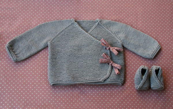 Display of Lil Kimonos, a knitting pattern designed by Julie Partie for a cute baby wrap and booties set