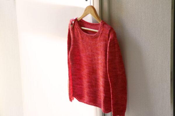 Présentation du pull pour enfant Petit Large, patron de tricot de Julie Partie