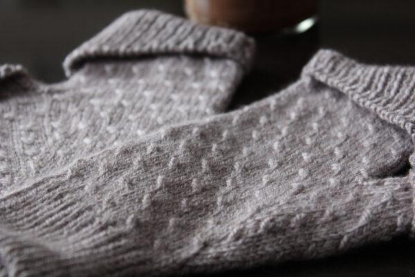 Présentation des mitaines Coralie's Mitts, patron de tricot par Julie Partie