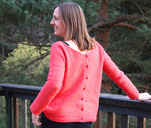 Display of the sweater Sur Un Nuage, designed by Julie Partie, a feminine and sensual yet casual and cuddly sweater to be knit with mohair of a blown alpaca yarn
