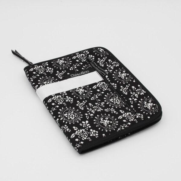 Pochette de rangement pour aiguilles ChiaoGoo, en tissu noir et blanc, fermée