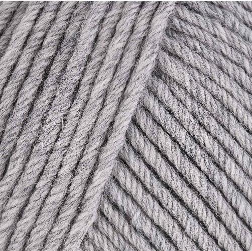 Gros plan sur une pelote de Semilla Grosso de BC Garn coloris 101 (gris clair)