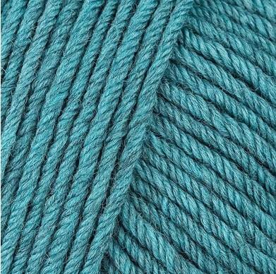 Gros plan sur une pelote de Semilla Grosso de BC Garn coloris 111 (bleu vert)