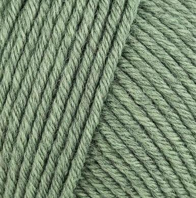 Gros plan sur une pelote de Semilla Grosso de BC Garn coloris 128 (vert mousse grisé)