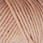 Gros plan sur une pelote de Semilla Grosso de BC Garn coloris 136 (rose nude)