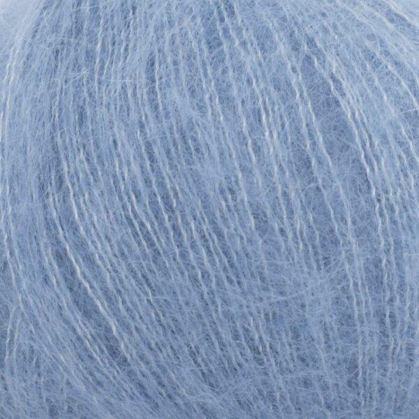 Gros plan sur une pelote de Silky Kid de Kremke coloris Jeans