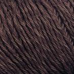 Gros plan sur le fil Allino de BC Garn, coloris 01 (brun foncé)