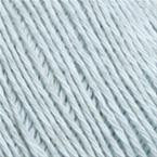 Gros plan sur le fil Allino de BC Garn, coloris 28 (glacier)