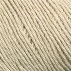 Gros plan sur le fil Allino de BC Garn, coloris 04 (beige clair)