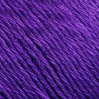 Gros plan sur le fil Allino de BC Garn, coloris 10 (violet)