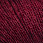 Gros plan sur le fil Allino de BC Garn, coloris 15 (prune)
