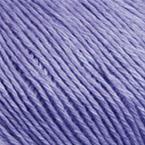Gros plan sur le fil Allino de BC Garn, coloris 30 (parme)