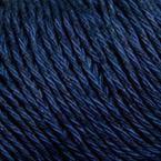 Gros plan sur le fil Allino de BC Garn, coloris 32 (marine)