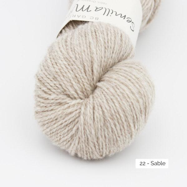Gros plan sur un écheveau de Semilla Melange de BC Garn coloris Sable (beige très clair)