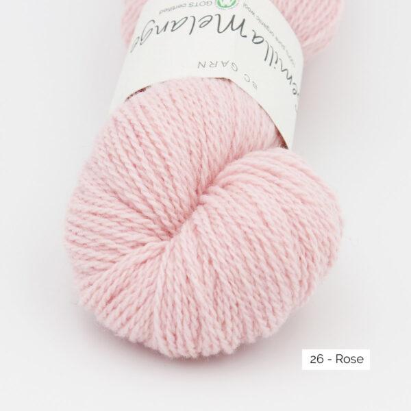 Gros plan sur un écheveau de Semilla Melange de BC Garn coloris Rose (rose layette)