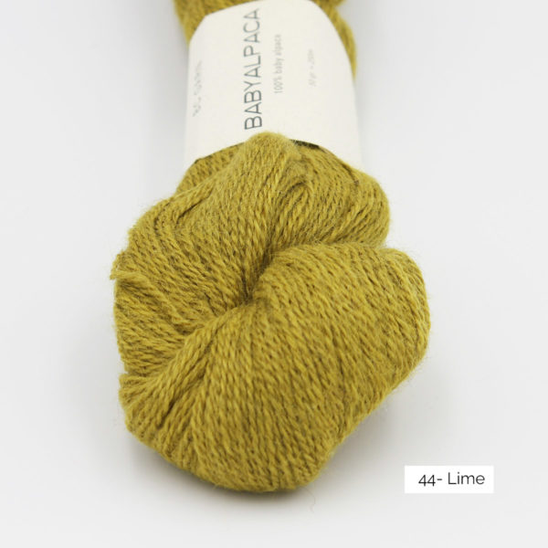 Gros plan sur un écheveau de Baby Alpaca de BC Garn, coloris Lime (tilleul)