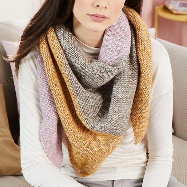 Châle tricoté en Regia Alpaca Soft coloris châtaigne doré et rose