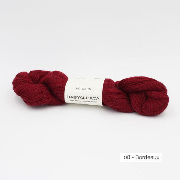 Un écheveau de Baby Alpaca de BC Garn, coloris Bordeaux