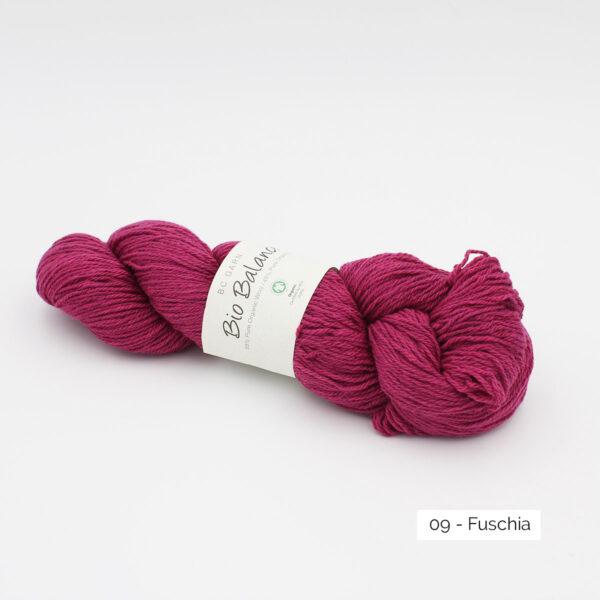 Un écheveau de Bio Balance de BC Garn coloris Fuschia