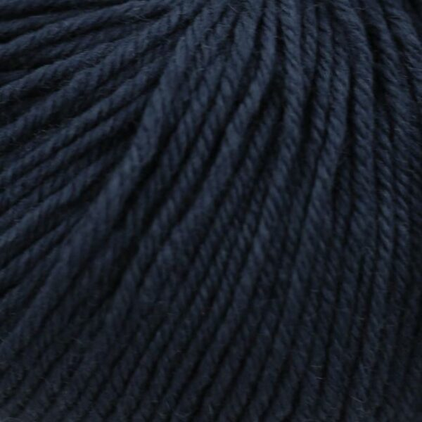 Zoom on a ball of Kremke Soul Wool's Bébé Soft Wash in the Marine colorway (navy blue)