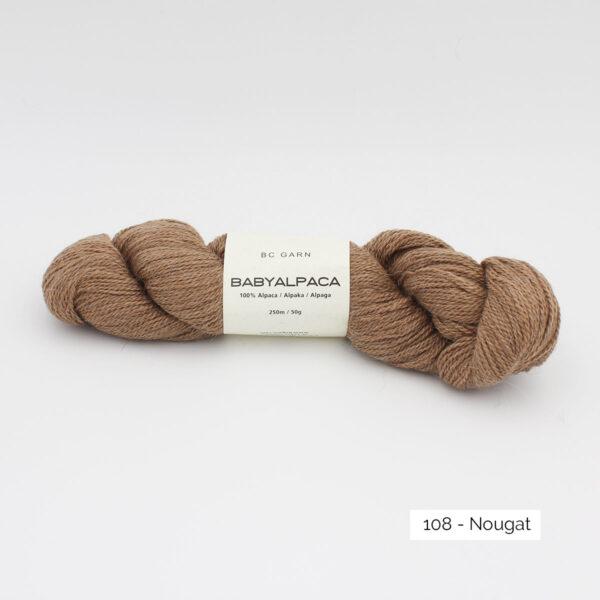 Un écheveau de Baby Alpaca de BC Garn, coloris Nougat (brun clair)