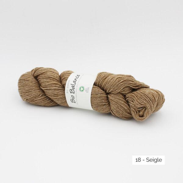 Un écheveau de Bio Balance de BC Garn coloris Seigle (brun clair)
