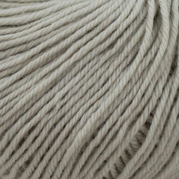 Zoom on a ball of Kremke Soul Wool's Bébé Soft Wash in the Gris Clair colorway (light grey)