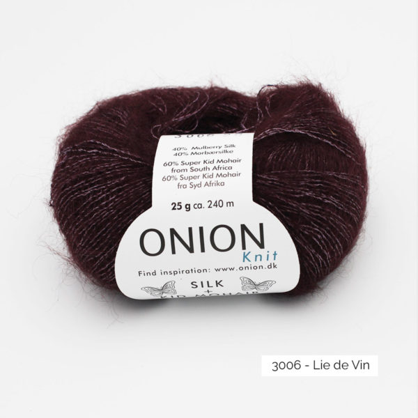 Une pelote de Silk + Kid Mohair d'Onion coloris Lie de Vin