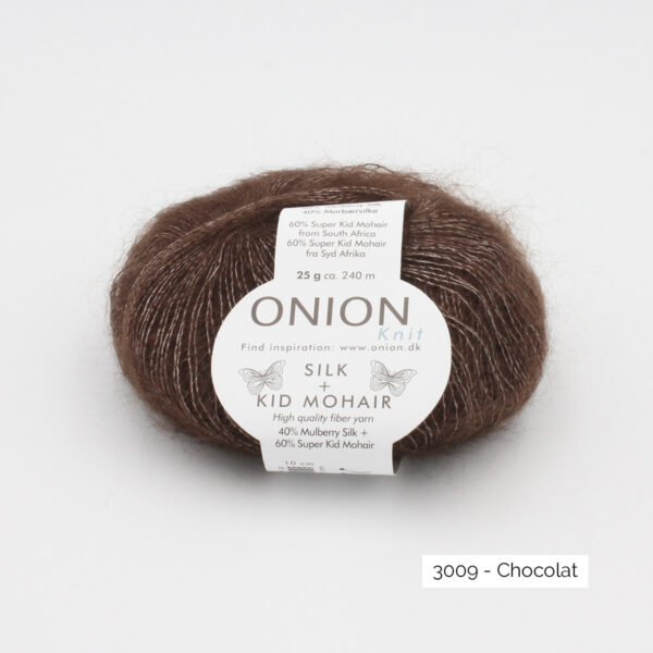 Une pelote de Silk + Kid Mohair d'Onion coloris Chocolat