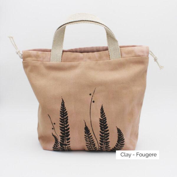 Présentation d'un sac à projet Kaliko, coloris Clay et imprimé Fougère