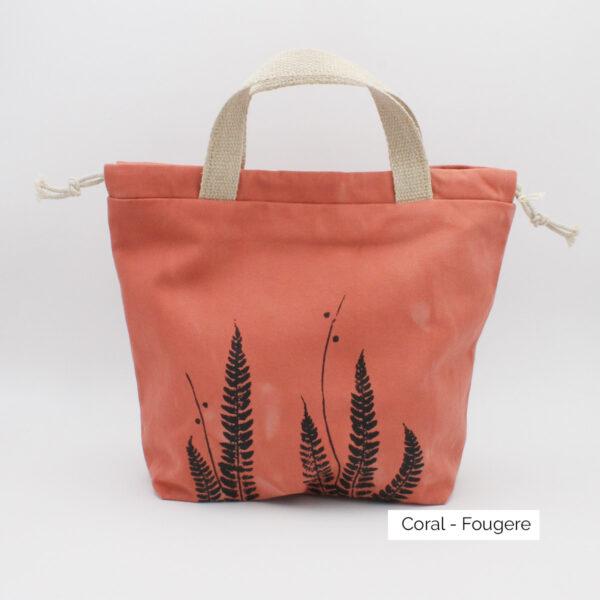 Présentation d'un sac à projet Kaliko, coloris Coral et imprimé Fougère