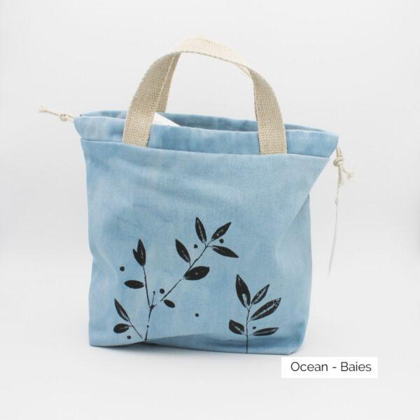 Présentation d'un sac à projet Kaliko, coloris Océan et imprimé Baies