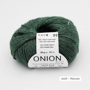 Une pelote de Nettle Sock Yarn d'Onion coloris Mousse