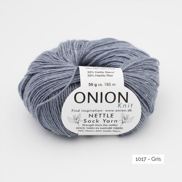 Une pelote de Nettle Sock Yarn d'Onion coloris Gris