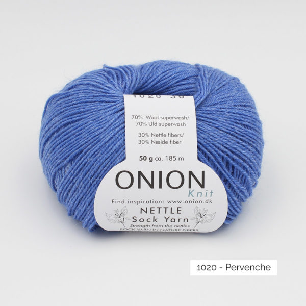 Une pelote de Nettle Sock Yarn d'Onion coloris Pervenche