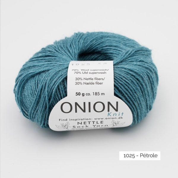 A ball of Onion's Nettle Sock Yarn d'Onion in the Pétrole colorway (petrol)