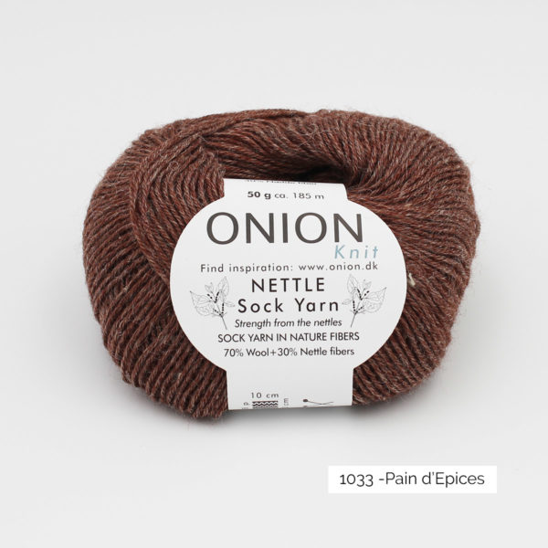 Une pelote de Nettle Sock Yarn d'Onion coloris Pain d'épices