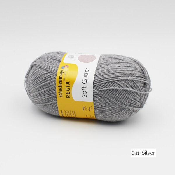Une pelote de Soft Glitter de Regia coloris Silver (gris clair pailleté)