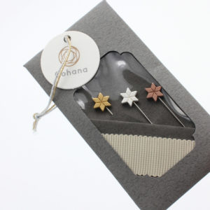 Display of a set of 3 marking pins by Cohana, with star shaped heads in gold, silver and copper tones, in their packaging