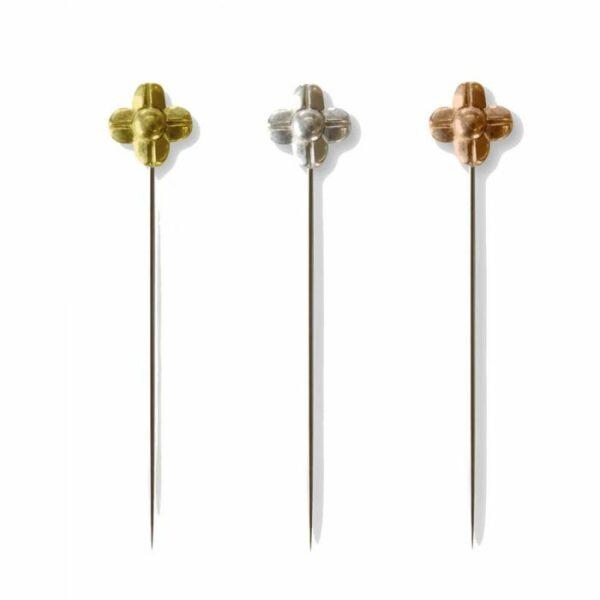Présentation de 3 longues épingles de couture Cohana à tête en forme de fleur en métal coloris or, argent et cuivre