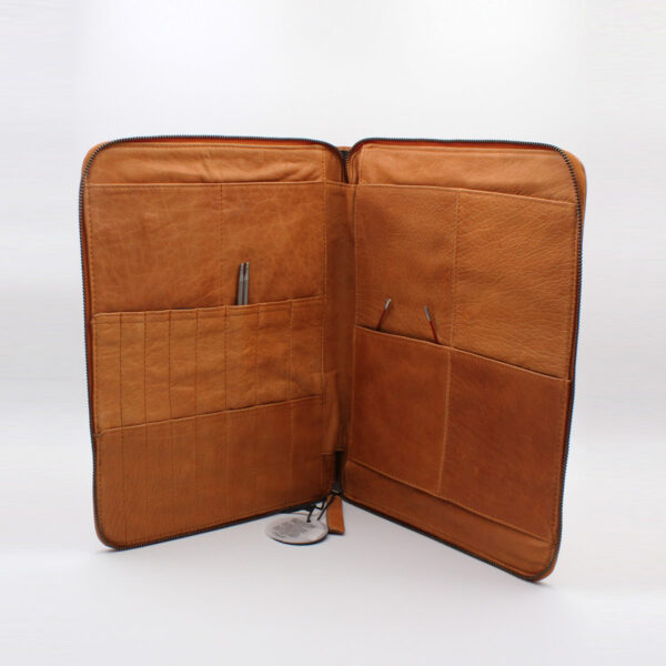 Display of a Göteborg needle organizer, case designed by Muud, in the whisky colorway, open