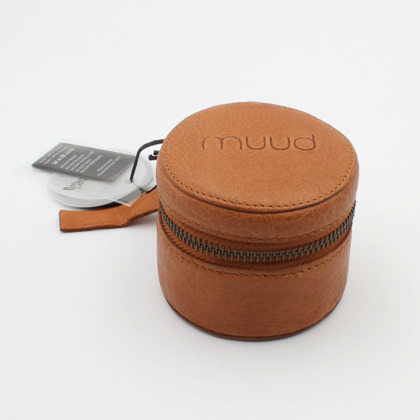 Display of the small Helsinki cylindrical leather pouch by Muud, in the whisky colorway