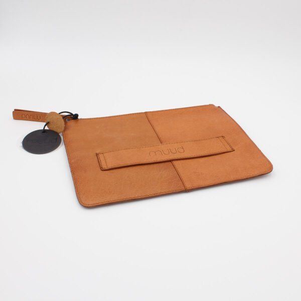 Display of the back of the Wind leather pouch by Muud, in the whisky colorway