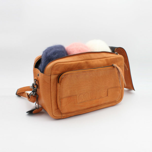 Display of a Stavanger project bag by Muud, in the whisky colorway