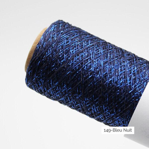 Gros plan sur un cône de Stellaris de Kremke, coloris Bleu Nuit (bleu marine et fil brillant bleu électrique)