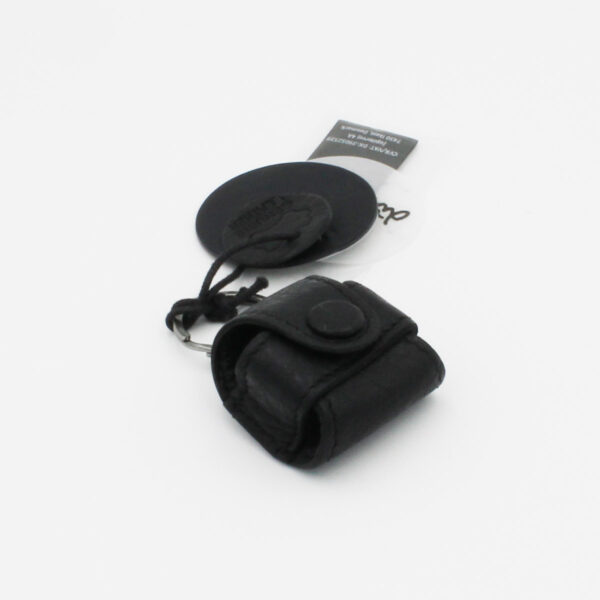 Display of a Malmö leather measuring tape case by Muud, in black