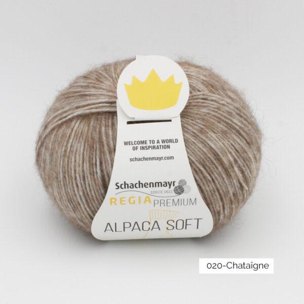Une pelote de Regia Alpaca Soft coloris Châtaigne