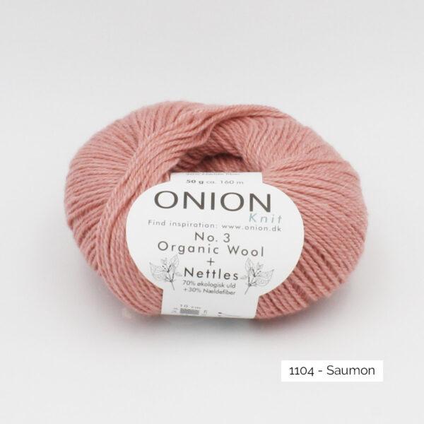 Une pelote d'Organic Wool + Nettles n°3 d'Onion coloris Saumon