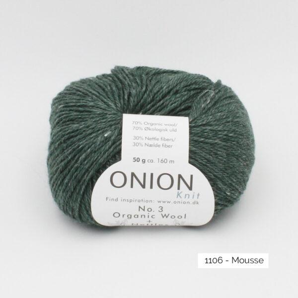Une pelote d'Organic Wool + Nettles n°3 d'Onion coloris Mousse